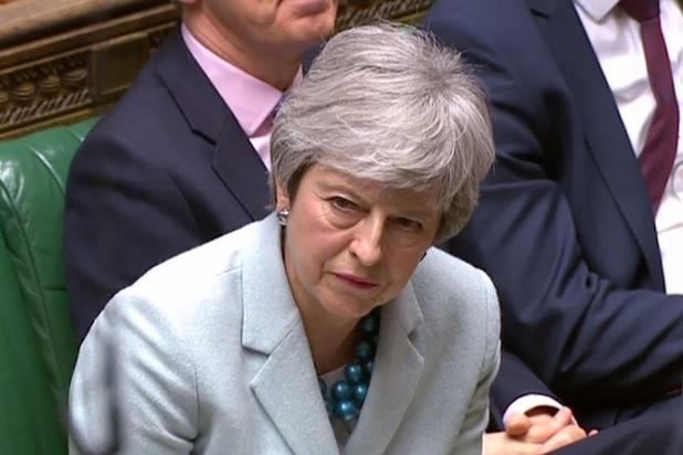 """May """"humiliée"""" par les députés qui votent un droit de regard"""