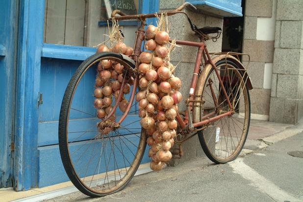 '100 jaar geleden fietsten Onion Johnnies van deur tot deur met strengen ui aan het stuur'