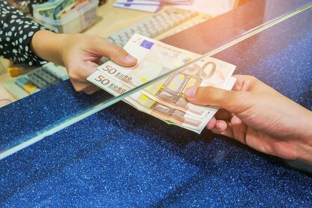 210.994 Belgen kregen belastinggeld terug met de post