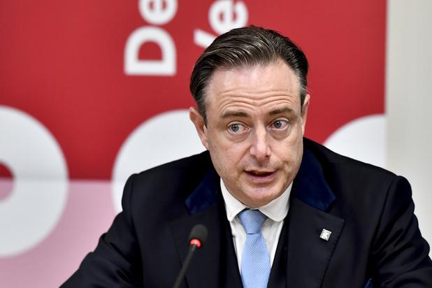 Formation fédérale: De Wever plaide pour une politique sociale forte et un relèvement des petites pensions