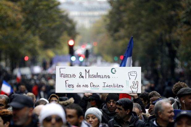 France: des milliers de personnes participent à une marche controversée contre l'islamophobie