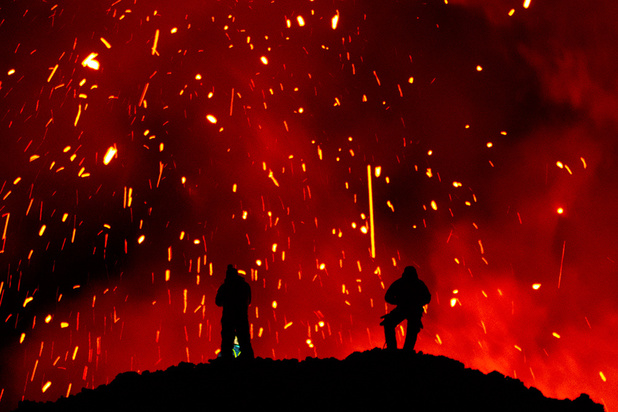 Russie: une spectaculaire éruption volcanique fait le bonheur des touristes