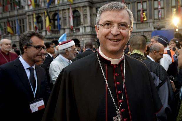 """Mgr. Bonny s'excuse auprès des homosexuels: """"Je suis très embarrassé par mon église"""""""