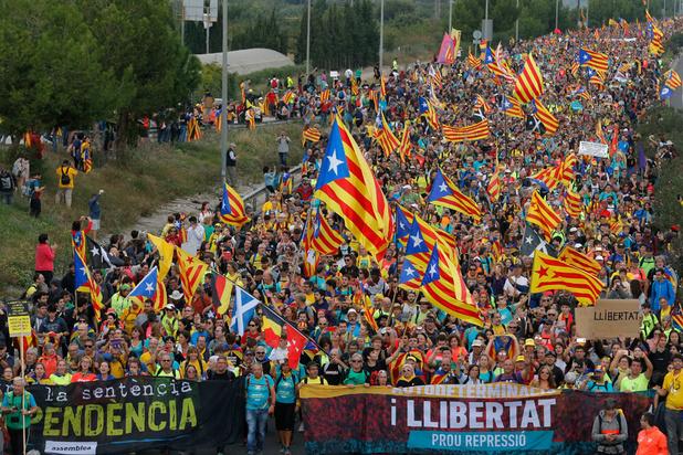 Comment les manifestants catalans s'inspirent de Hong Kong