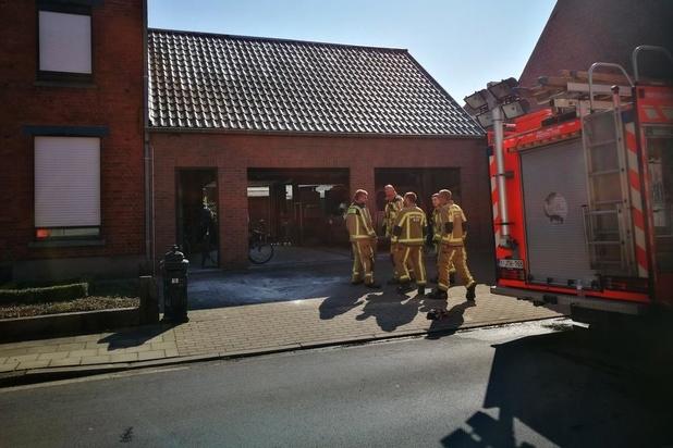 Buren merken brand in garage in Ardooie tijdig op