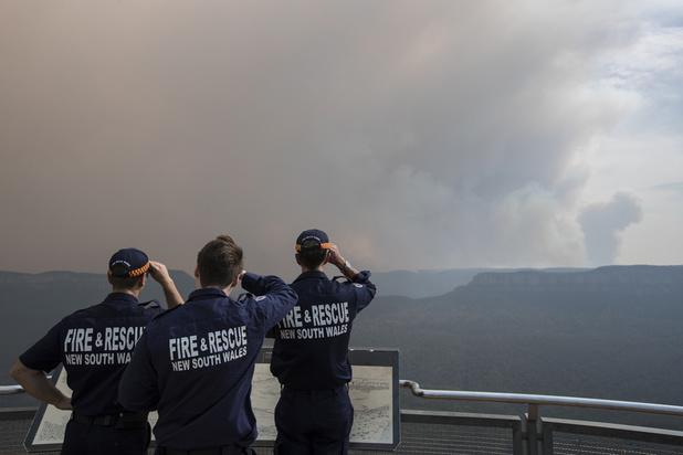 Incendies en Australie: un Premier ministre contesté se rend sur le front