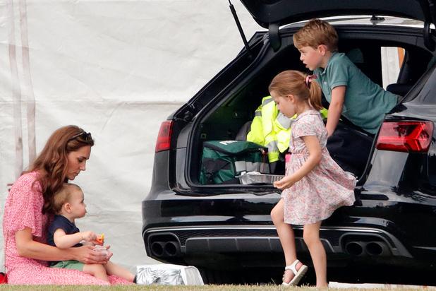Kate, William et leurs enfants volent en low cost