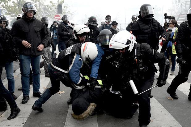 Procès d'un policier pour des violences envers les Gilets jaunes à Paris, une première