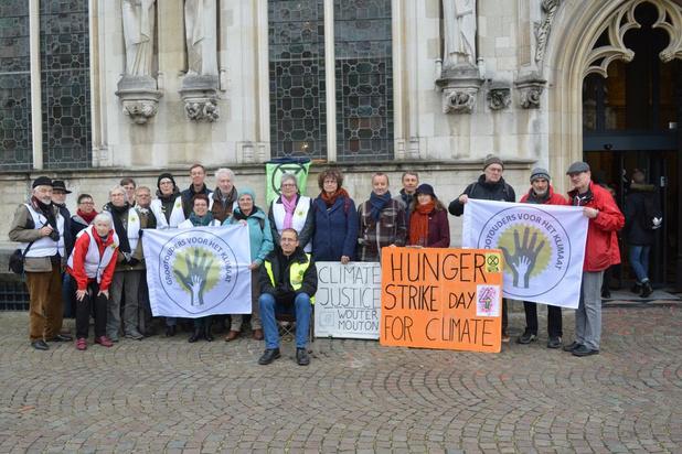 Brugse hongerstaker krijgt steun van 'Grootouders voor het Klimaat'