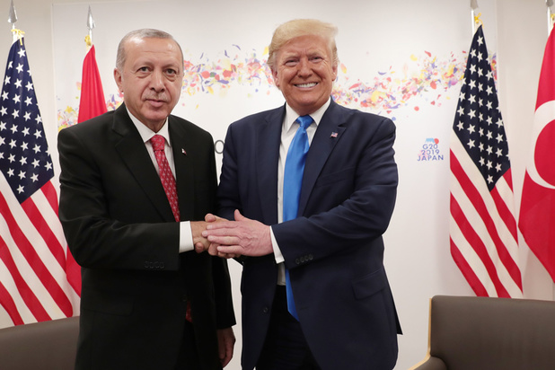 Syrie: sous pression, Trump menace la Turquie après avoir laissé le champ libre à son offensive