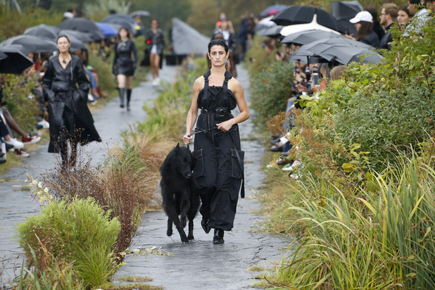 Paris Fashion Week > l'indispensable du jour: la Marée noire de Marine Serre