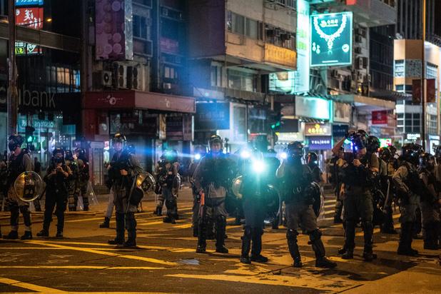 Hong Kong: la police tire des lacrymogènes pour disperser des manifestants masqués