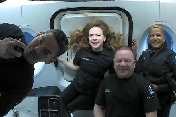 Les quatre premiers touristes spatiaux de SpaceX de retour sur Terre