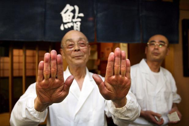 Un célèbre restaurant de sushi trois étoiles radié du Guide Michelin Japon