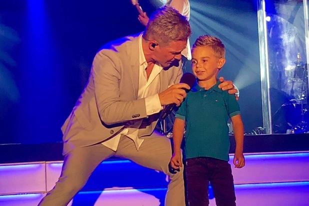 6-jarige Daylano uit Mere zingt met Christoff op podium van Casino van Blankenberge