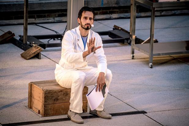 'De Bastaard - Het vertrek' op Theater aan Zee: een mooi, maar onnodig voorproefje op 'De Bastaard'