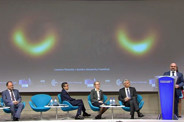 Des astronomes révèlent la première image d'un trou noir