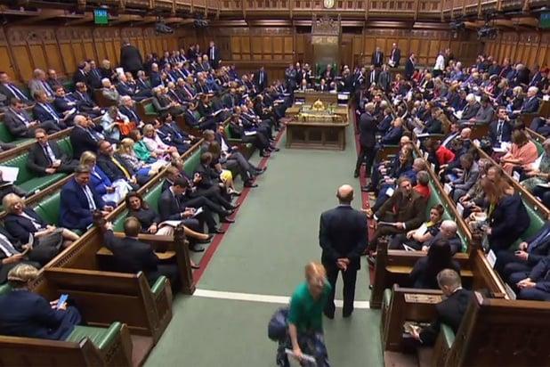 Lagerhuis stemt tegen spoedprocedure brexitwet: Johnson legt bal opnieuw in kamp EU