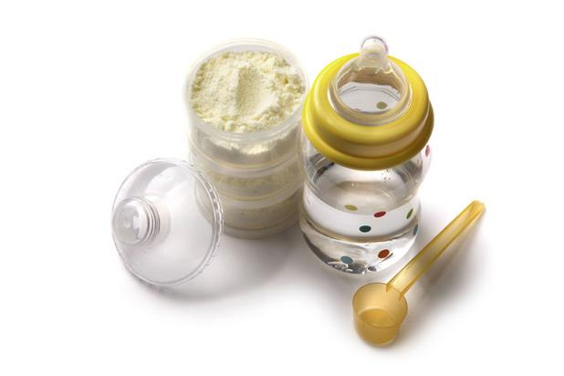 Ongerustheid over babymelk: 'Consument mag niet de dupe worden van een toxische kringloopeconomie'