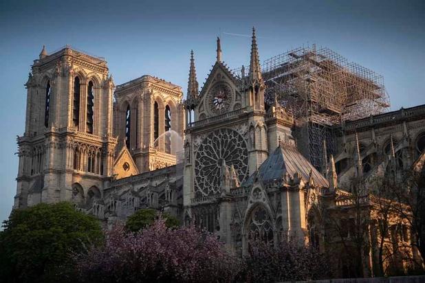 """Notre-Dame: les autorités rappellent """"l'urgence"""" d'éviter un effondrement"""