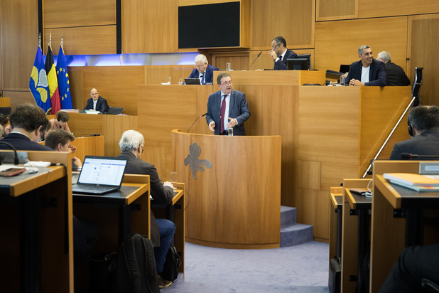 Brussels minister-president over kilometerheffing: 'Vinden andere gewesten status quo opportuun?'