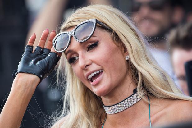 Paris Hilton revient sur les abus dont elle a été victime à l'internat