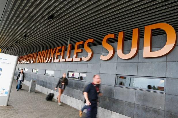 Décès d'un passager à l'aéroport de Charleroi: prématuré d'accuser la police, selon les syndicats