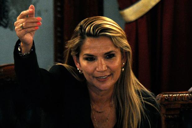 """Bolivie: Añez présidente par intérim, Morales dénonce un """"coup d'Etat"""""""
