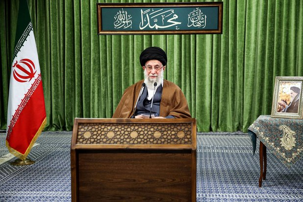 """Iran: Khamenei appelle à """"punir"""" les responsables de l'assassinat d'un scientifique"""