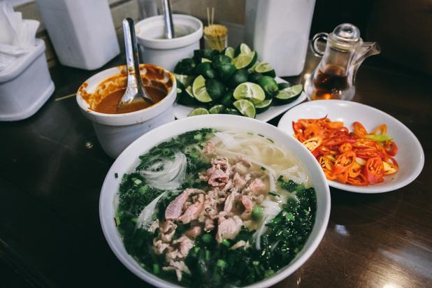 Fini les bun cha, bo bun, banh mi? Les Vietnamiens changent leurs habitudes alimentaires après une série de scandales