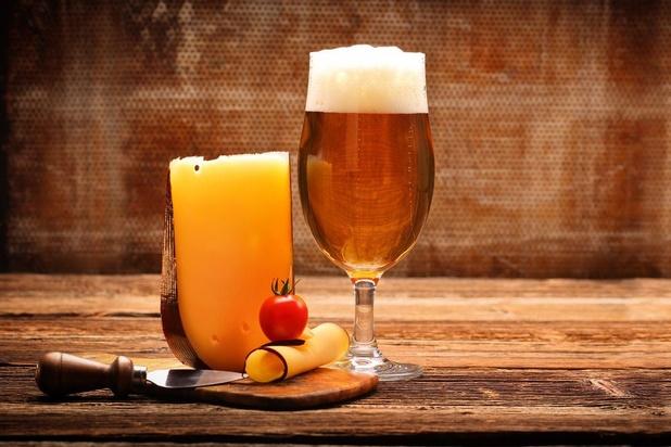 L'amour millénaire de l'homme pour la bière et le fromage