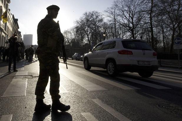 Le gouvernement maintient un maximum de 550 militaires en rue jusque début décembre