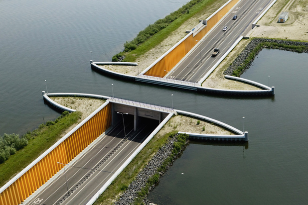 ARCHI   Curiosité: le spectaculaire acqueduc de Veluwemeer aux Pays-Bas