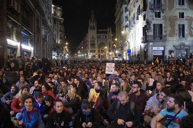 A Barcelone, des touristes bien décidés à rester malgré le chaos des manifestations