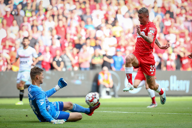 Eike Bansen (21) speelt Sammy Bossut uit doel van Essevee
