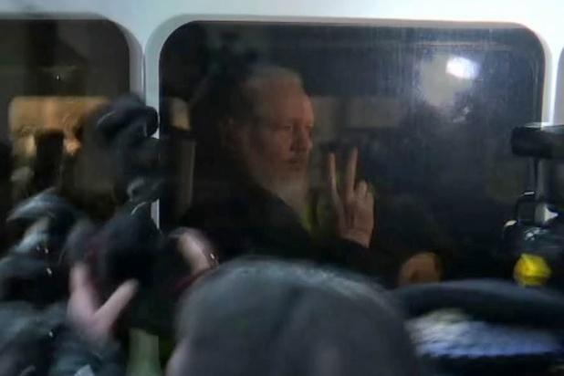 Des parlementaires britanniques pour l'extradition d'Assange en Suède