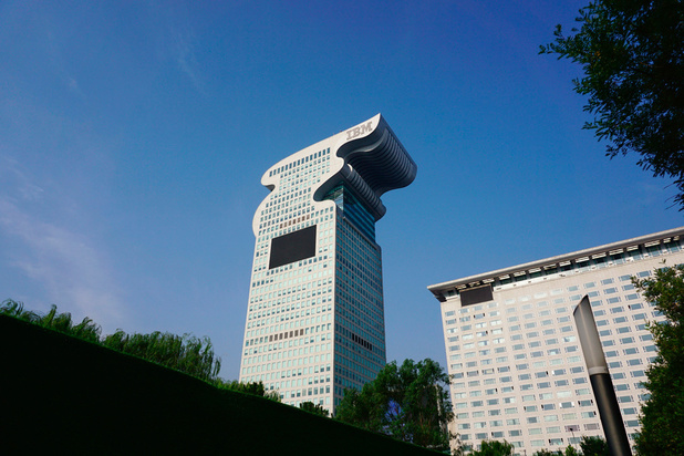Le gratte-ciel chinois à tête de dragon vendu aux enchères sur internet