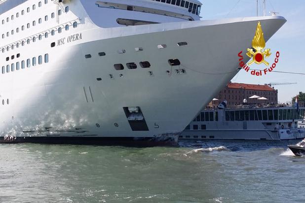 Video: cruiseschip botst tegen toeristenboot in Venetië