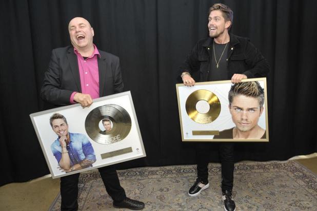 André Hazes krijgt 'scherven' van platenfirma Universal Music in AB Salon in Brussel