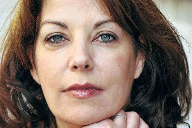 Manon Uphoff schrijft haar gespleten vader van zich af in 'Vallen is als vliegen'