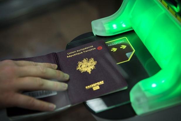 Passeports et billets d'avion : le business autour des migrants vietnamiens