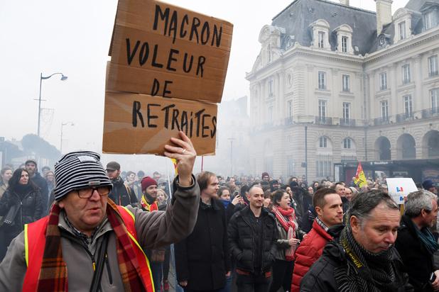 """France: Macron """"disposé à améliorer"""" le projet des retraites"""