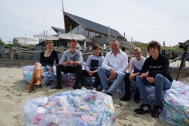Bredene introduceert plastic zitzakken op het strand