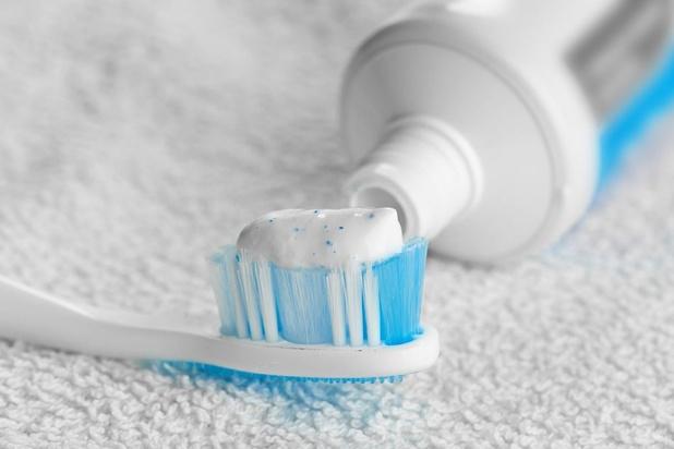 Mise en garde contre des dentifrices peu efficaces, polluants et abrasifs