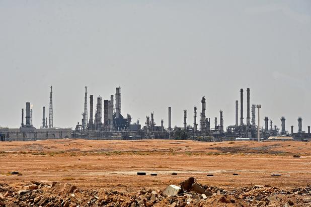 Na aanval op Saoedi-Arabië: olieprijzen schieten de lucht in, Trump dreigt met vergelding
