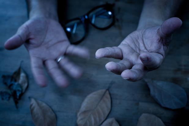 Hoe herken je ouderen die dreigen af te glijden naar een depressie en suïcidale gedachten?