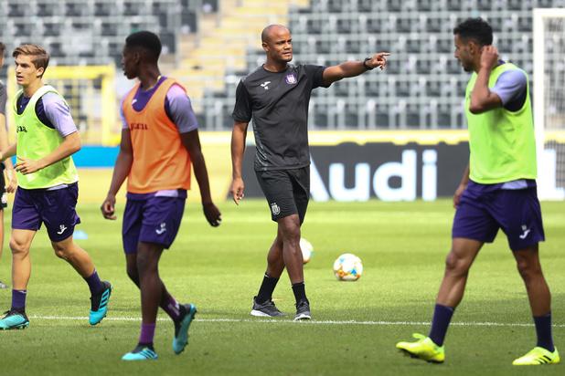 Vincent Kompany a-t-il entraîné Anderlecht sans détenir la licence obligatoire pour ?