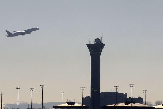 """France: les tests """"systématisés"""" dans les aéroports pour les voyageurs de pays à risque"""