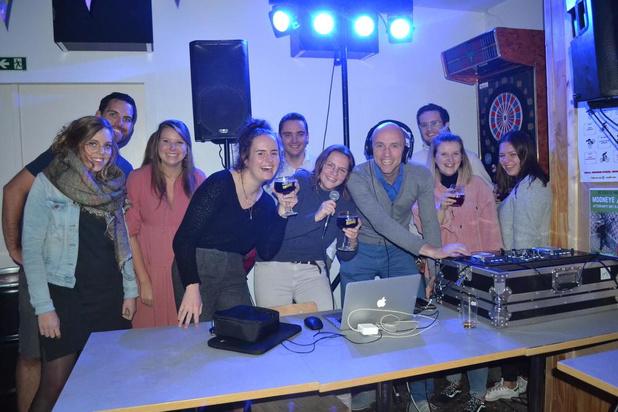 Schepen van Jeugd als DJ op kermiszaterdag in Deerlijk
