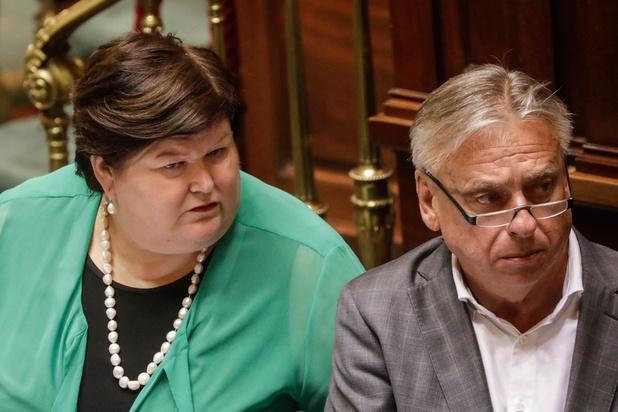 Parlement keurt noodbegroting op valreep goed: herlees hier de uitzonderlijke plenaire vergadering